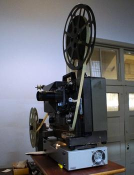 103 16ミリ映写機.jpg