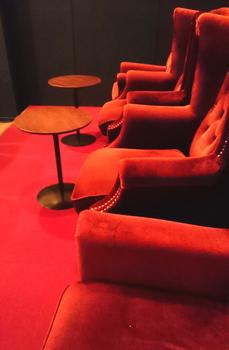 1679 ビロードの椅子.jpg